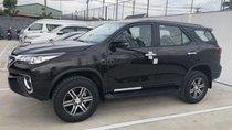 Toyota Fortuner 2.4G AT màu đen, xe nhập, giao ngay