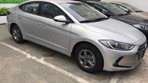 Bán Hyundai Elantra năm 2018, màu bạc