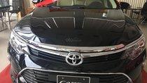 Bán rất gấp xe Toyota Camry 2.0E, đủ màu, giao ngay, giá tốt 0906882329