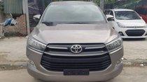 Cần bán gấp Toyota Innova 2.0 E năm 2016, màu xám, giá chỉ 690 triệu