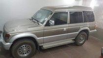 Cần bán lại xe Mitsubishi Pajero sản xuất năm 2004, màu vàng giá cạnh tranh