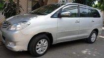 Cần bán gấp Toyota Innova G sản xuất 2010, màu bạc xe gia đình