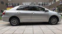 Cần bán Toyota Vios 1.5E 2013, màu bạc số sàn