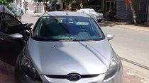 Cần bán Ford Fiesta đời 2011, màu bạc chính chủ