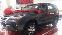 Toyota Tân Cảng bán Fortuner 2.4G máy dầu, số sàn, xe giao ngay đủ màu, hỗ trợ vay 90%, trả trước 250tr nhận xe - 0933000600
