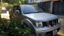 Cần bán lại xe Nissan Navara sản xuất năm 2011, màu bạc xe gia đình