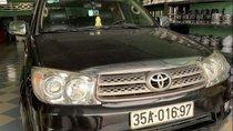Cần bán Toyota Fortuner đời 2010, màu đen xe gia đình