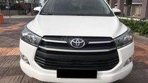 Bán gấp xe Toyota Innova E số sàn 2018, màu trắng mới toanh