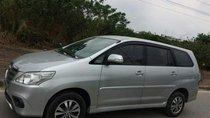 Cần bán xe Toyota Innova 2.0E sản xuất năm 2016, màu bạc, số sàn