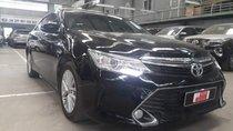 Bán ô tô Toyota Camry 2.0E đời 2017, màu đen, giá chỉ 940 triệu