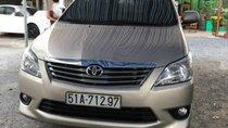 Bán xe Toyota Innova 2.0G sản xuất 2013, màu vàng, xe gia đình