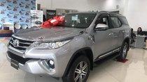 Cần bán Toyota Fortuner năm sản xuất 2018, màu bạc