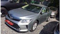Cần bán Toyota Camry E đời 2015, màu bạc, chính chủ, 810tr