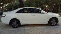 Cần bán lại xe Toyota Camry XLE đời 2010, màu trắng, nhập khẩu nguyên chiếc, giá tốt