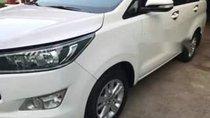 Cần bán lại xe Toyota Innova đời 2017, màu trắng xe gia đình