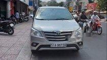 Bán Toyota Innova đời 2014, màu bạc xe gia đình