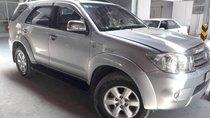 Bán xe Toyota Fortuner V năm sản xuất 2011, xe còn nguyên zin, một đời chủ từ đầu