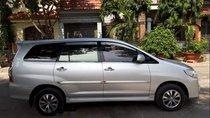 Gia đình bán Toyota Innova E đời cuối 2015, màu ghi bạc, số sàn