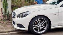 Cần bán xe Mercedes E200 sản xuất 2015, màu trắng, giá tốt