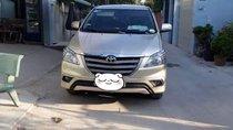 Cần bán xe Toyota Innova 2.0E MT đời 2015, màu vàng, nhập khẩu, giá 578tr