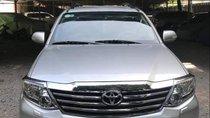 Cần bán gấp Toyota Fortuner năm sản xuất 2013, màu bạc xe gia đình