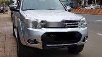 Cần bán xe Ford Everest năm sản xuất 2015, màu bạc xe gia đình