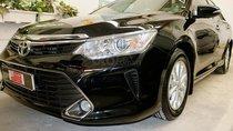 Bán xe Camry 2.0E sản xuất 2015 màu đen VIP, trả góp 70%