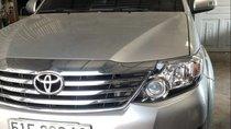 Bán xe Toyota Fortuner đời 2015, màu bạc, giá 820tr
