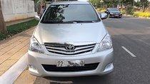 Cần bán lại xe Toyota Innova G năm 2011, màu bạc còn mới