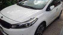 Bán Kia Cerato sản xuất năm 2018, màu trắng xe gia đình