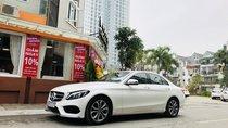 Bán Mercedes C200 đời 2017 màu trắng, đẹp xuất sắc