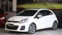 Cần bán xe Kia Rio hatchback 1.4AT đời 2015, màu trắng, nhập khẩu