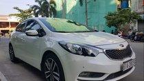 Cần bán gấp Kia K3 2.0 AT đời 2016, màu trắng chính chủ