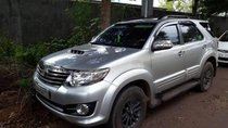 Bán Toyota Fortuner 2.5 2015, màu bạc, nhập khẩu