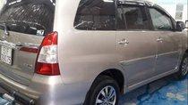 Cần bán gấp Toyota Innova đời 2015, màu ghi vàng