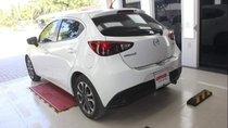 Cần bán gấp Mazda 2 1.5 AT năm 2017, màu trắng số tự động, 499 triệu