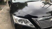 Cần bán lại xe Toyota Camry sản xuất 2014, màu đen