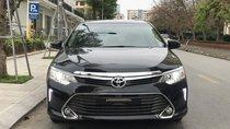 Cần bán xe Toyota Camry sản xuất năm 2016 màu đen, giá 879 triệu