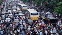 Cấm xe máy, ô tô nhan nhản, đường lại càng tắc!