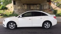 Cần bán lại xe Chevrolet Cruze đời 2011, màu trắng xe gia đình