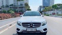 Bán xe Mercedes GLC250 sản xuất 2017, màu trắng, máy móc êm ru