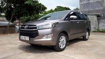 Bán Toyota Innova 2.0E năm sản xuất 2017, màu xám số sàn, 705 triệu