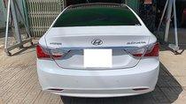 Xe Hyundai Sonata 2.0 AT năm sản xuất 2010, màu trắng, nhập khẩu nguyên chiếc