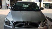 Bán xe Toyota Innova V 2.0 AT, đời 2014, màu bạc, xe đi còn rất đẹp