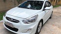 Bán Hyundai Accent 2012 sô tự động, máy xăng, màu trắng, đã đi 50000 km, xe chính chủ, rất ít đi còn rất mới