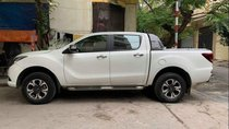 Nhà bán lại chiếc xe bán tải Mazda BT50 số tự động, 1 cầu, màu trắng