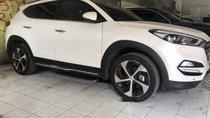 Bán xe Hyundai Tucson AT đời 2018, màu trắng đã đi 3800 km, 900 triệu