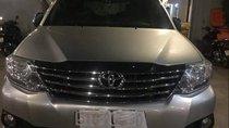 Cần bán lại xe Toyota Fortuner năm sản xuất 2013, màu bạc, giá cạnh tranh