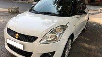 Cần bán gấp Suzuki Swift AT sản xuất năm 2015, màu trắng số tự động
