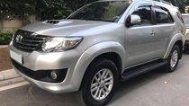 Gia đình cần bán xe Toyota Fortuner 12/2012 số sàn máy dầu, xe màu bạc